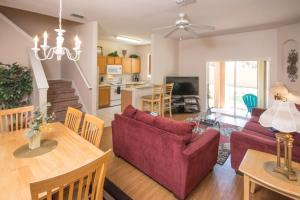Laurie's Regal Palms Townhouse** Townhouse, Holiday homes  Davenport - big - 8