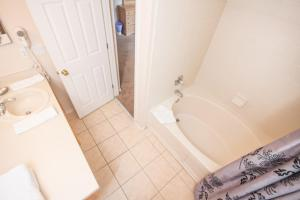 Laurie's Regal Palms Townhouse** Townhouse, Holiday homes  Davenport - big - 6