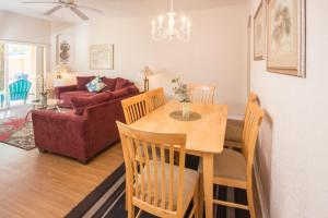 Laurie's Regal Palms Townhouse** Townhouse, Holiday homes  Davenport - big - 5