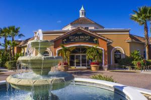 Laurie's Regal Palms Townhouse** Townhouse, Holiday homes  Davenport - big - 21
