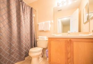 Laurie's Regal Palms Townhouse** Townhouse, Holiday homes  Davenport - big - 25