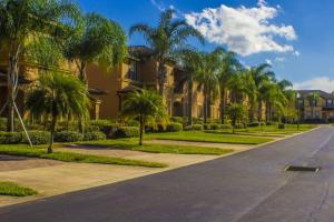 Laurie's Regal Palms Townhouse** Townhouse, Holiday homes  Davenport - big - 28