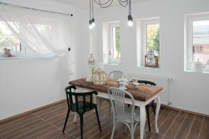 Anita Home, Apartmány  Gyenesdiás - big - 7