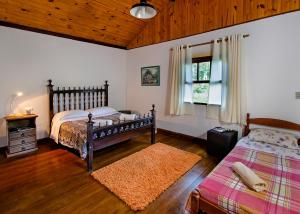 Two-Bedroom House with Private Bathrooms