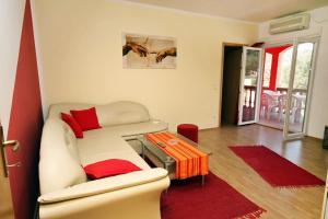 Apartment Vinisce 4886b, Ferienwohnungen  Vinišće - big - 9