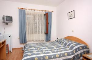 Double Room Vrbnik 5301a