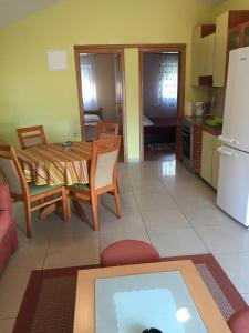 Apartment Slatine 11126a, Apartmány  Slatine - big - 9