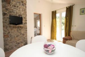 Apartment Scedro - Uvala Karkavac 8801b, Ferienwohnungen  Jelsa - big - 7