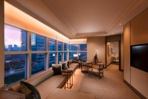 Special Offer - King Centennial Suite