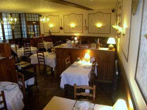 Hôtel Restaurant des Voyageurs, Hotel  Plonéour-Lanvern - big - 31