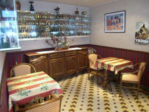 Hôtel Restaurant des Voyageurs, Hotely  Plonéour-Lanvern - big - 15