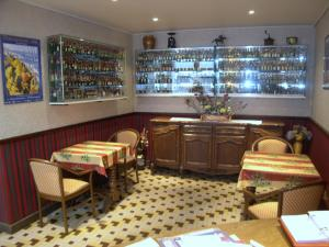 Hôtel Restaurant des Voyageurs, Hotely  Plonéour-Lanvern - big - 11