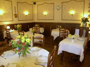 Hôtel Restaurant des Voyageurs, Hotely  Plonéour-Lanvern - big - 13