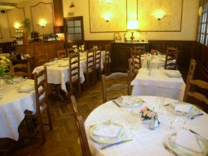 Hôtel Restaurant des Voyageurs, Hotely  Plonéour-Lanvern - big - 47