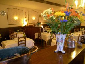 Hôtel Restaurant des Voyageurs, Hotely  Plonéour-Lanvern - big - 46