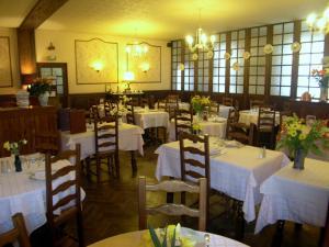 Hôtel Restaurant des Voyageurs, Hotely  Plonéour-Lanvern - big - 45