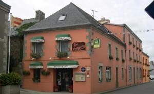 Hôtel Restaurant des Voyageurs, Hotel  Plonéour-Lanvern - big - 44