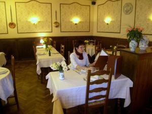 Hôtel Restaurant des Voyageurs, Hotel  Plonéour-Lanvern - big - 43