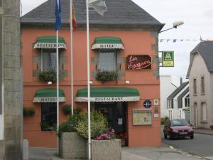 Hôtel Restaurant des Voyageurs, Hotel  Plonéour-Lanvern - big - 42