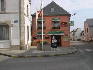 Hôtel Restaurant des Voyageurs, Hotely  Plonéour-Lanvern - big - 39