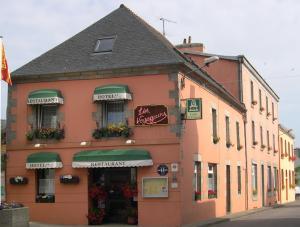 Hôtel Restaurant des Voyageurs, Hotely  Plonéour-Lanvern - big - 38