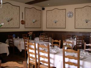 Hôtel Restaurant des Voyageurs, Hotely  Plonéour-Lanvern - big - 37