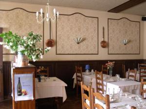 Hôtel Restaurant des Voyageurs, Hotels  Plonéour-Lanvern - big - 35