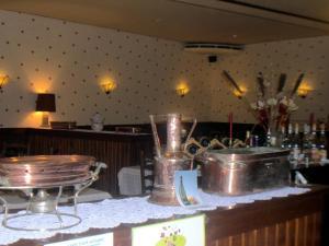 Hôtel Restaurant des Voyageurs, Hotels  Plonéour-Lanvern - big - 33