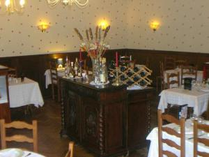 Hôtel Restaurant des Voyageurs, Hotel  Plonéour-Lanvern - big - 19