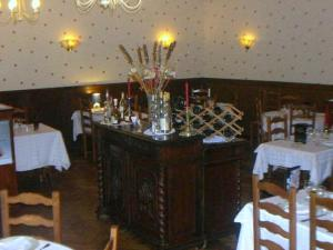 Hôtel Restaurant des Voyageurs, Hotely  Plonéour-Lanvern - big - 22