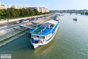 Boat Hotel Fortuna, Botely  Budapešť - big - 19
