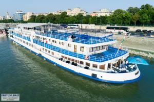 Boat Hotel Fortuna, Botely  Budapešť - big - 30