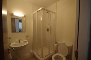 9 Courthouse Square, Apartmány  Clifden - big - 7