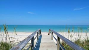 724F, Condo at Sarasota, with Pool View, Case vacanze  Siesta Key - big - 4