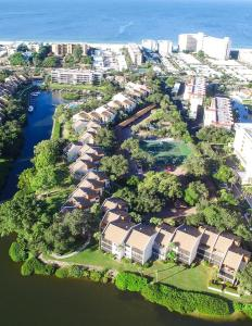 724F, Condo at Sarasota, with Pool View, Дома для отпуска  Сиеста-Ки - big - 17
