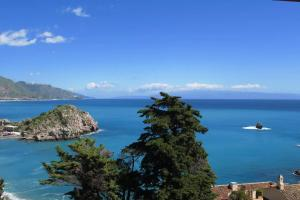 Stunning seaview luxury apartment - AbcAlberghi.com