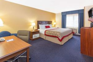 Business Suite with King Bed- Non-Smoking