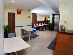 Skyblue Hotel, Szállodák  Cebu City - big - 35