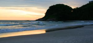 Casa na Praia do Engenho - Cond. pe na areia, Dovolenkové domy  São Sebastião - big - 5