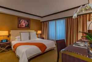 Suite de 1 dormitorio con cama extragrande