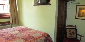 Small Double Room with One Full Bed - Adults only
