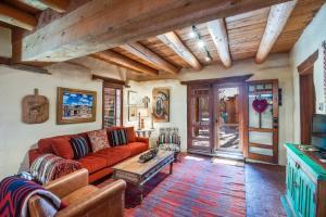 2 Bedroom - 5 Min. Walk to Canyon Rd. - Cimarron Cabana, Holiday homes  Santa Fe - big - 12