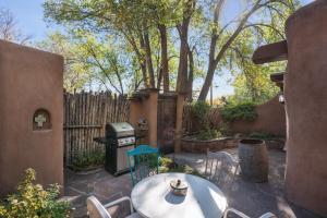 2 Bedroom - 5 Min. Walk to Canyon Rd. - Cimarron Cabana, Holiday homes  Santa Fe - big - 4