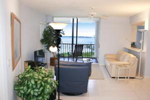 NE Island House 5750 Home, Holiday homes  Stuart - big - 1