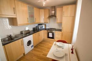 One-Bedroom Apartment - Fleshmarket Close