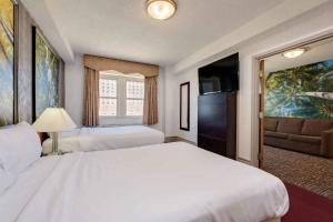 Deluxe Double Suite with Two Double Beds - Smoking