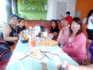 Guanna's Place Room and Resto Bar, Inns  Malapascua Island - big - 99