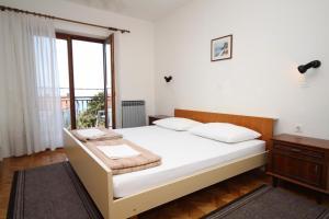 Apartment Novi Vinodolski 6567b, Apartmány  Novi Vinodolski - big - 2