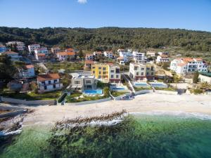 Beach Villas Slatine, Vily  Slatine - big - 1