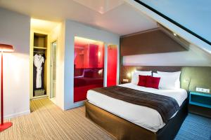 Junior Suite with Queen-Size Bed